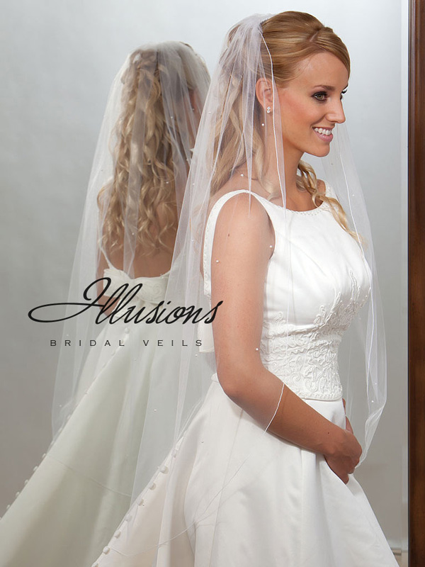Illusions Bridal Corded Edge Veil 7-451-C: Rhinestone Accent, White Knee Length