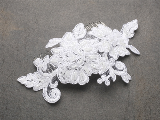 Mariell Romantic English Rose White Lace Wedding Comb